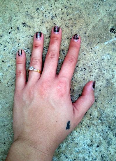 engagement_ring_hand_rightsideup